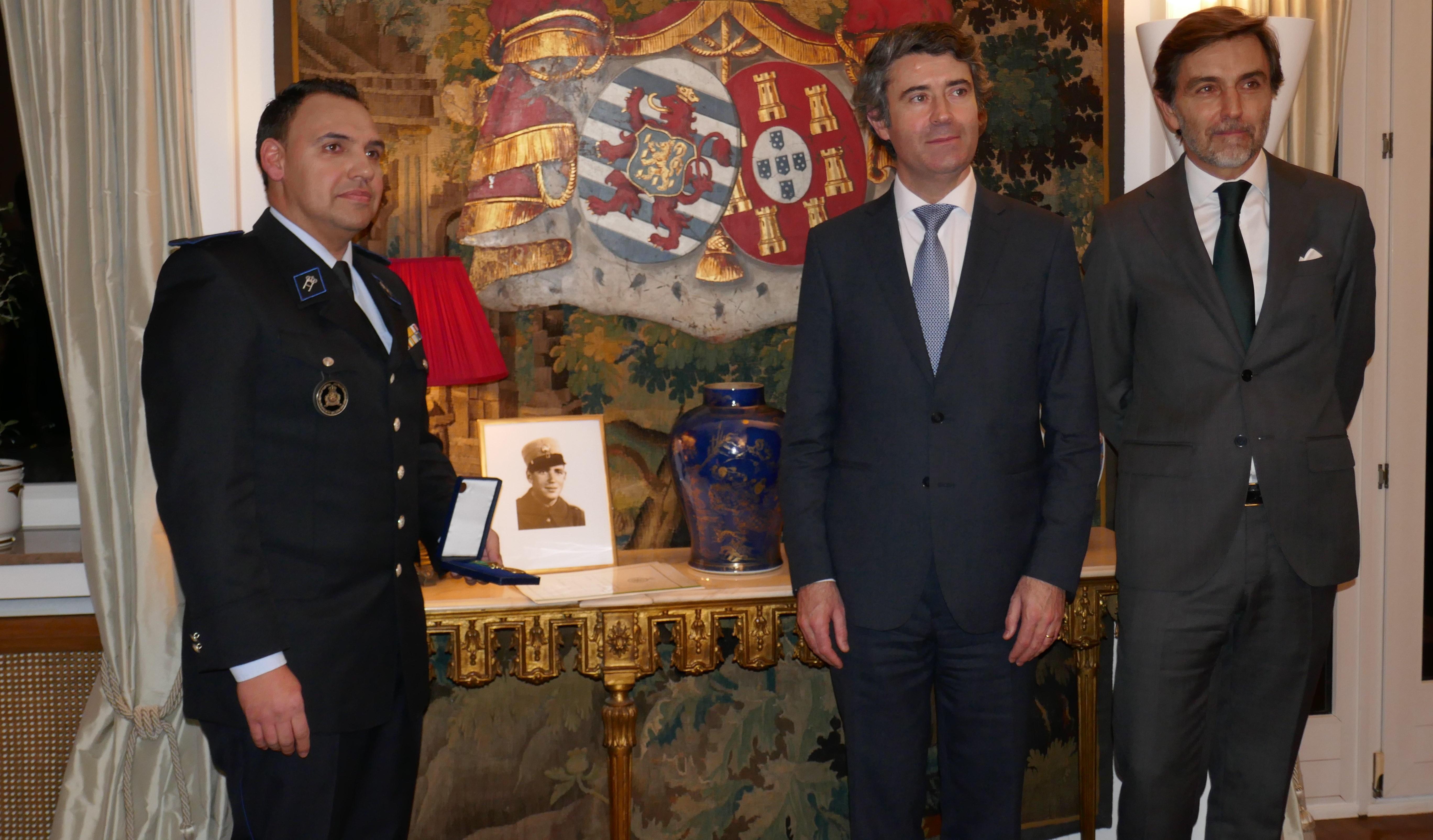 Entrega da Medalha de Mérito das Comunidades a Davide Sousa